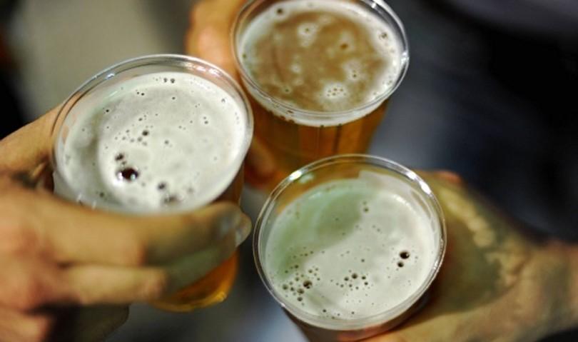 Concerto Ac/Dc: vietati gli alcolici. Concessa la birra in bicchieri di plastica e carta