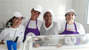volontarie della gelateria