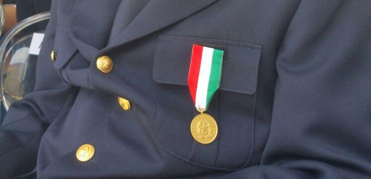 Medaglia d'oro al poliziotto ferito a Napoli e ricoverato a Montecatone