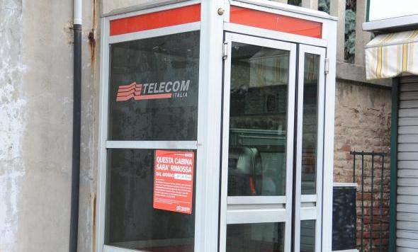 Distrussero una cabina telefonica: denunciati quattro minorenni imolesi
