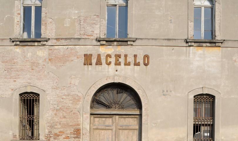 Degrado e insicurezza nell'area dell'ex Macello, insorgono i residenti