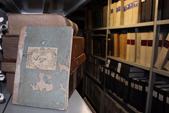 """""""A carte scoperte"""". A Dozza una mostra su archivio e ritratti restaurati"""
