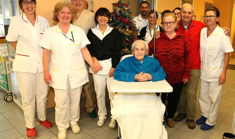 Nonna Vittoria a 104 anni già in piedi dopo l'intervento