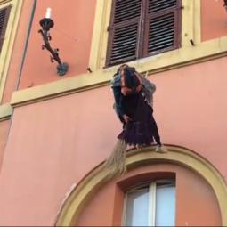 In piazza Matteotti la befana si calerà giù dal Palazzo