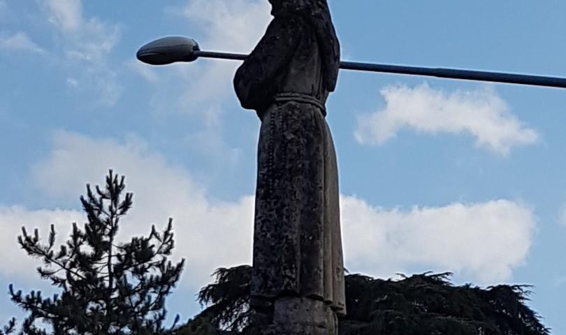 Statue nere per lo smog. E il Comune che fa?