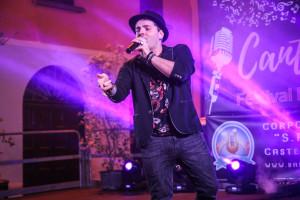 Nel corso della serata si è esibito anche il cantautore imolese Emil Spada. Foto: Aramini