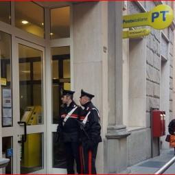 Va all'ufficio postale con i documenti falsi e tenta di aprire un conto: arrestata dai carabinieri