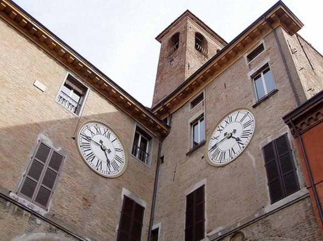 Ancora furti nel centro storico di Imola. Presi di mira l'edicola Martini e il bar di via Orsini