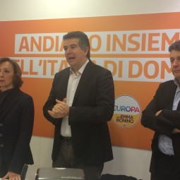 """Daniele Manca inaugura la sede Pd: """"Chi vota fuori dalla coalizione avvantaggia le destre"""""""