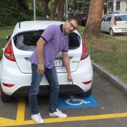 Finalmente per Chiara il posto auto per disabili sotto casa