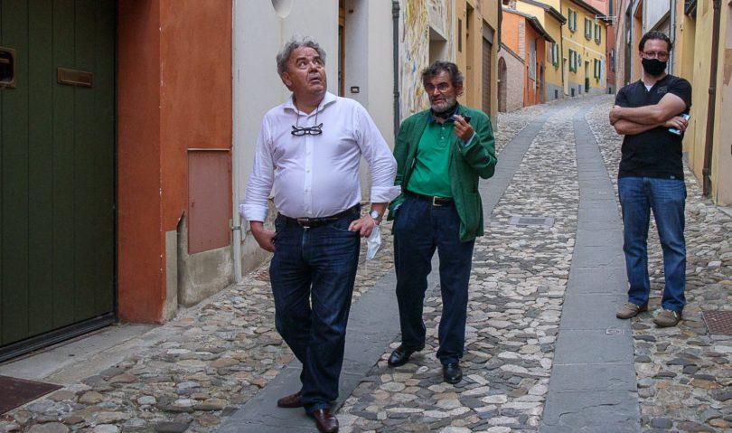 L'ASSESSORE REGIONALE MAURO FELICORI IN VISITA  AL MURO DIPINTO DI DOZZA